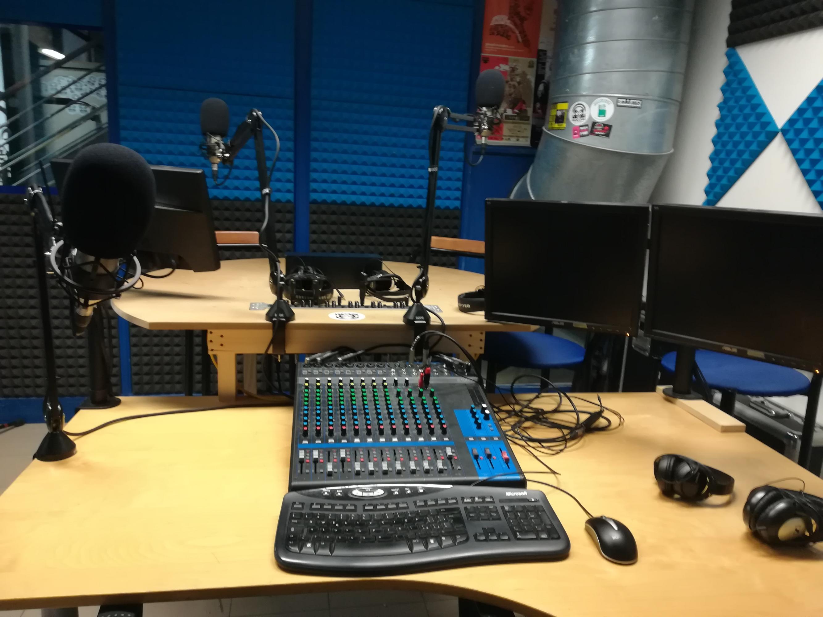 "Lo studio ""Blu"" di RadioOhm a Chieri (TO)"