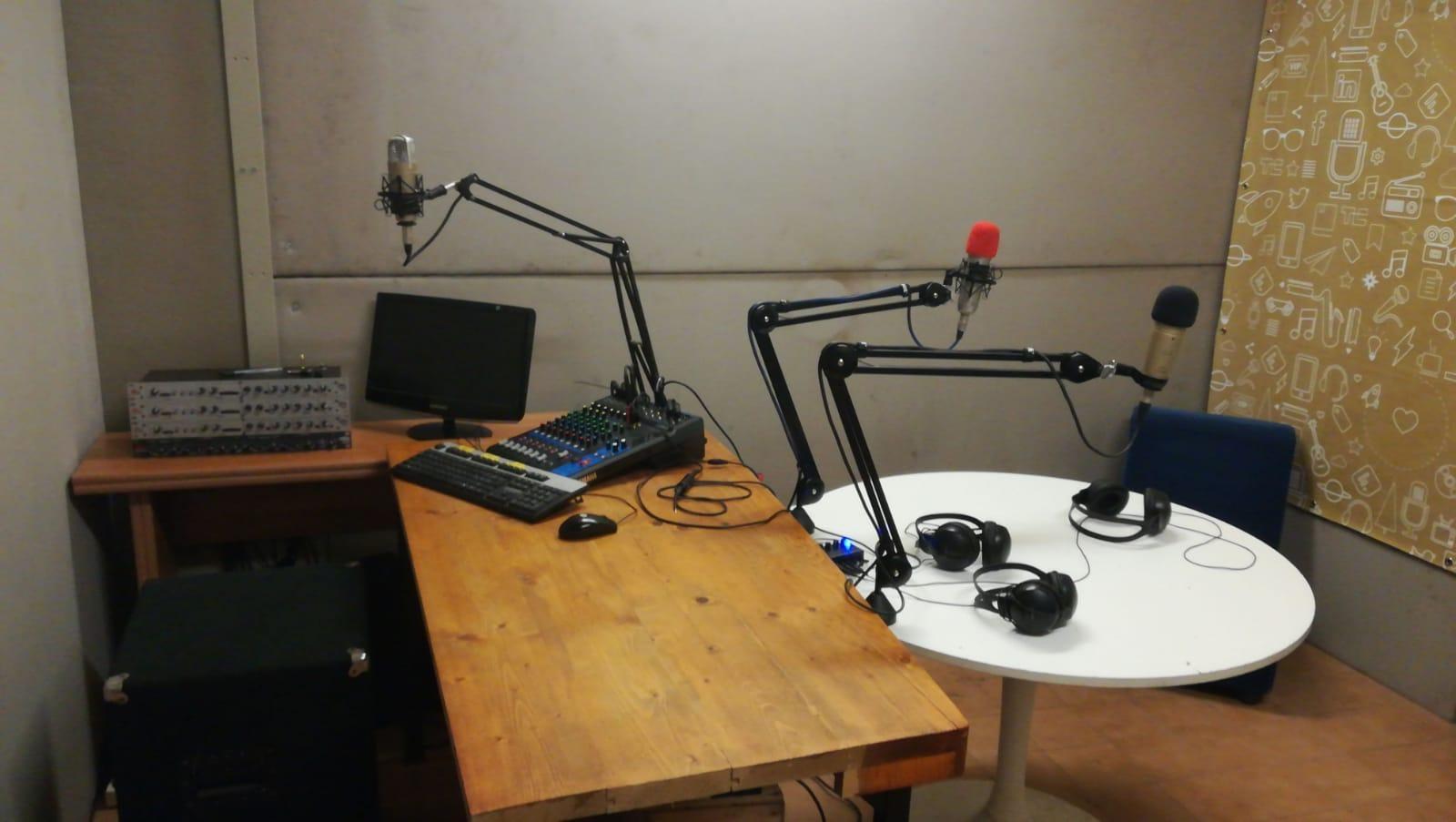 """Lo studio """"Giallo"""" di RadioOhm a sPAZIO211"""